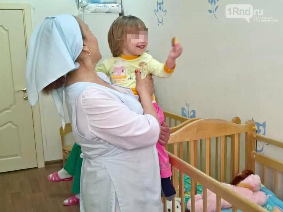 В Ростовскую больницу поступил малыш, которого забыли в такси, фото-1