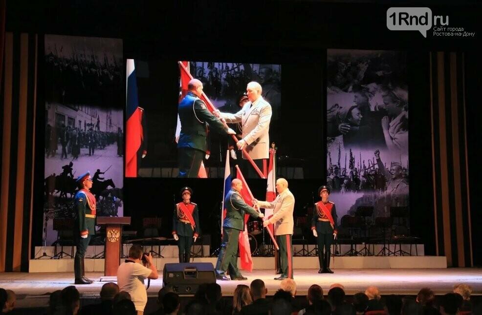 Александр Дворников вручил копию Знамени Победы легендарной 150-й мотострелковой дивизии, фото-1