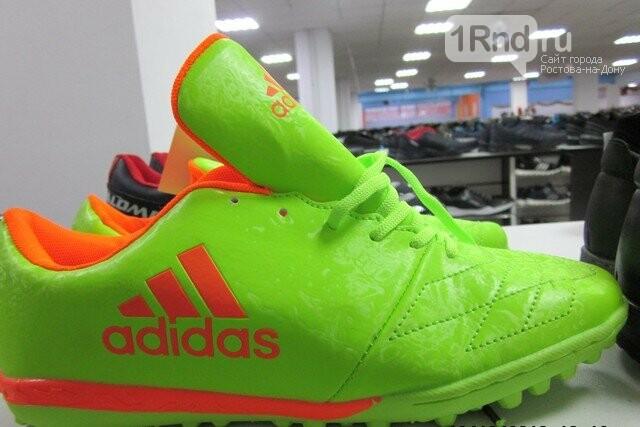 Поддельные Nike, Adidas и GUCCI таможенники нашли на прилавках торгового центра в Таганроге, фото-1