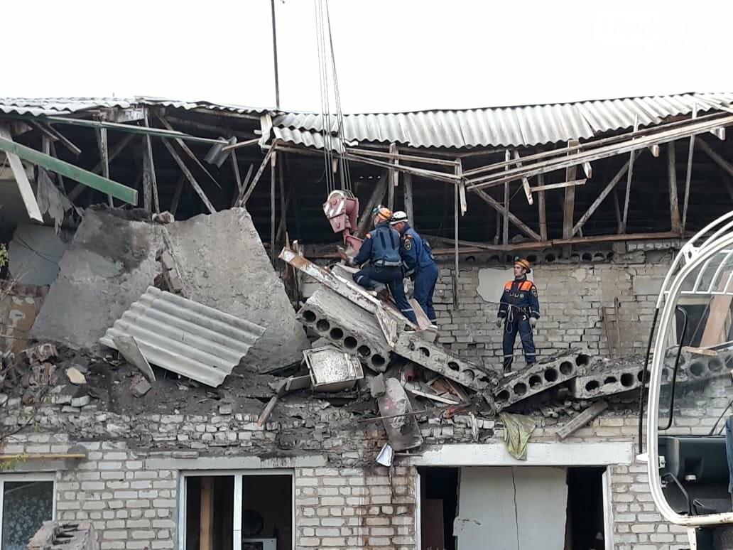 В Ростовской области при взрыве обрушился 16-квартирный дом, погибли несколько человек, фото-1