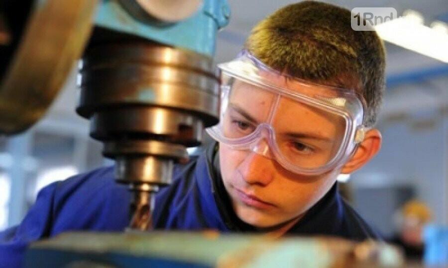 С началом летних каникул начинается трудовая пора подростков, фото-2