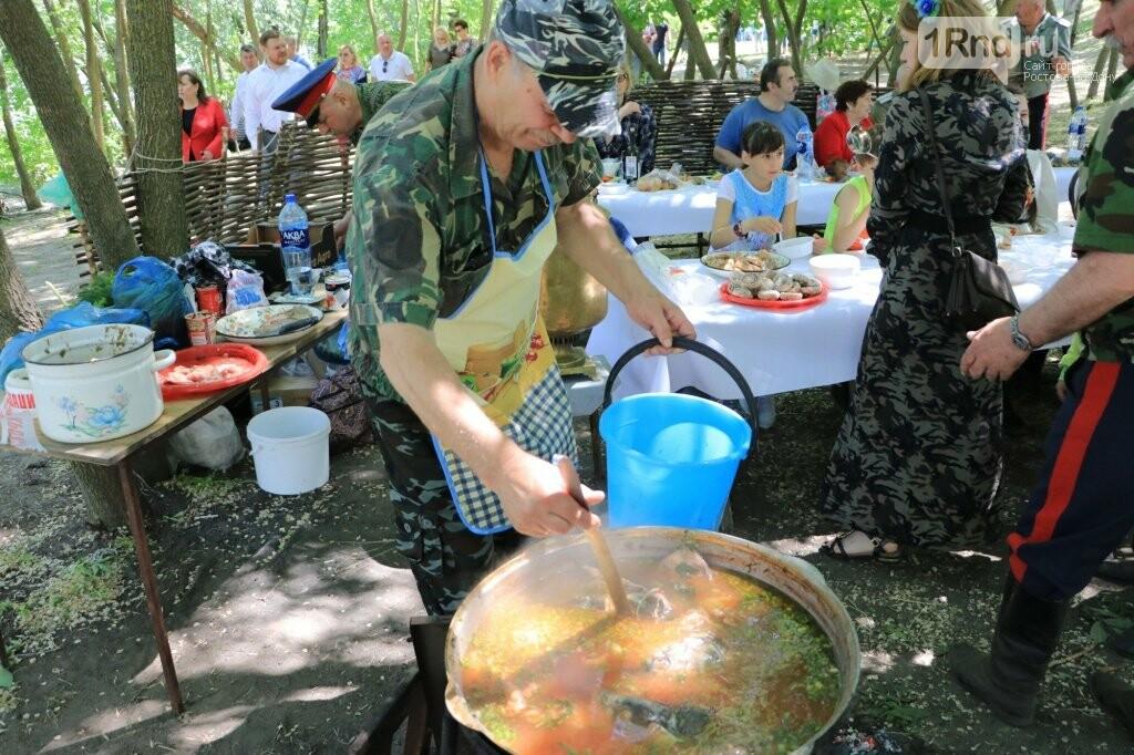 Две тонны рыбы съели на фестивале донской селёдки в Ростове, фото-1