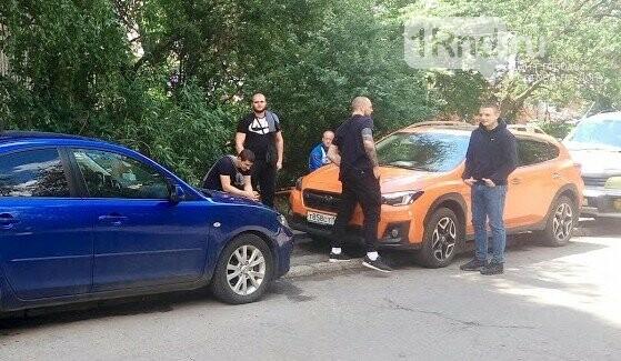 Свой Екатеринбург: ростовчане не дали строителям поставить забор на спорной земле, фото-1