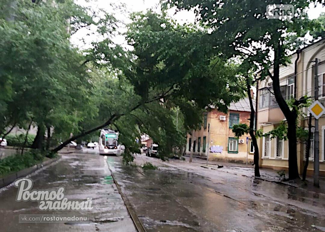 Дождь в Ростове-на-Дону вызвал серию ЧП, фото-1