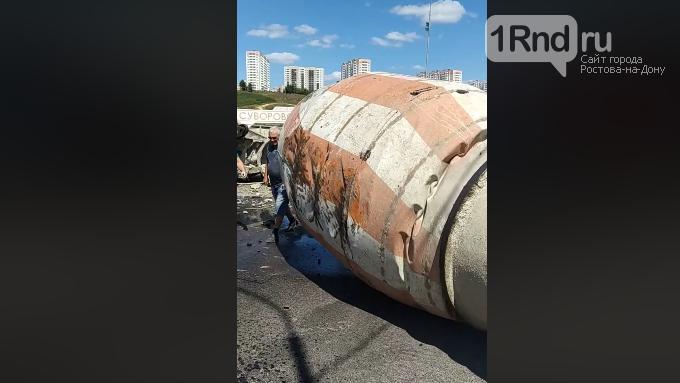 В Суворовском перевернулся КАМАЗ с бетономешалкой, фото-1