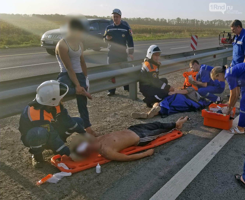 Три человека пострадали в ДТП с грузовиком возле ростовского аэропорта Платов, фото-1