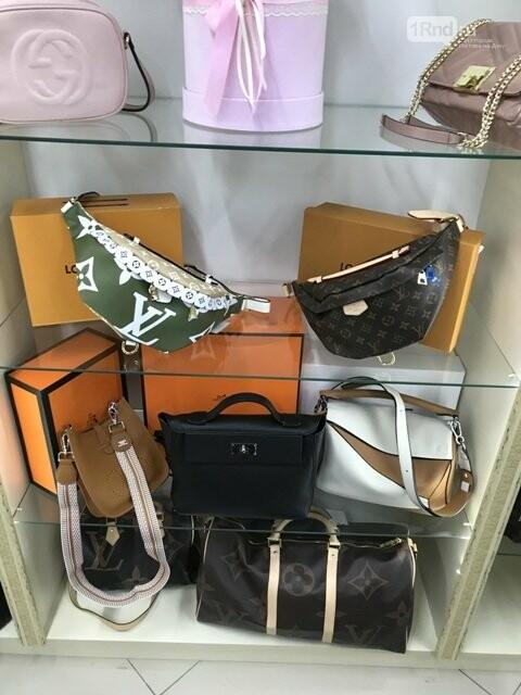 В одном из ростовских магазинов таможенники обнаружили подделки известных брендов, фото-1