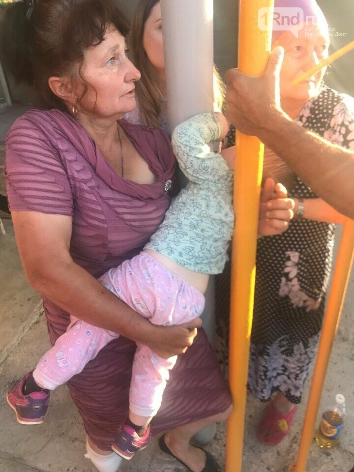 В Ростовской области спасли застрявшего между двух труб ребенка, фото-1