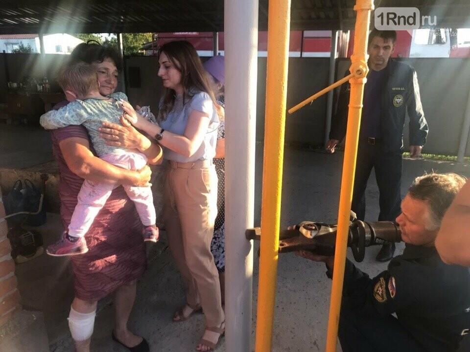 В Ростовской области спасли застрявшего между двух труб ребенка, фото-3