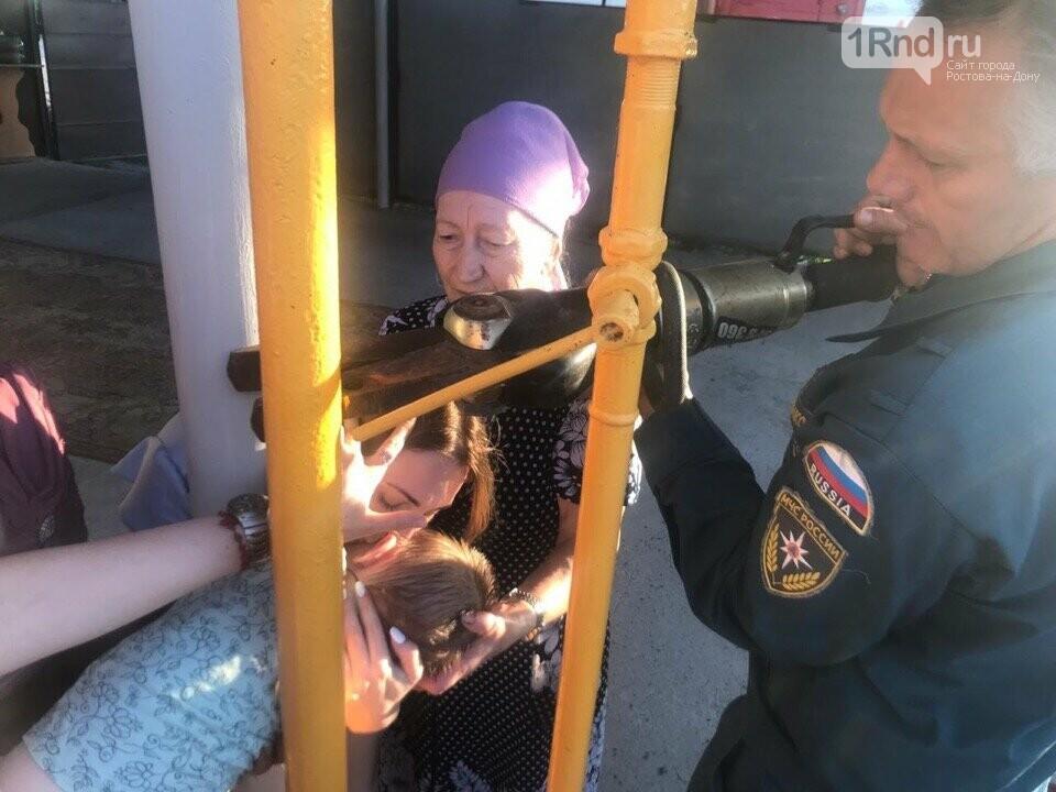 В Ростовской области спасли застрявшего между двух труб ребенка, фото-2
