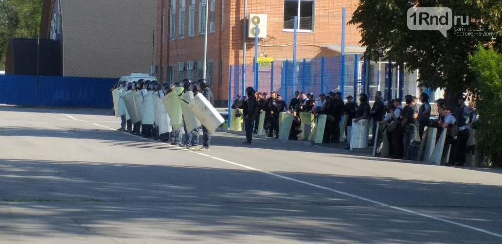 Ростовские полицейские тренируются разгонять митинги, фото-2