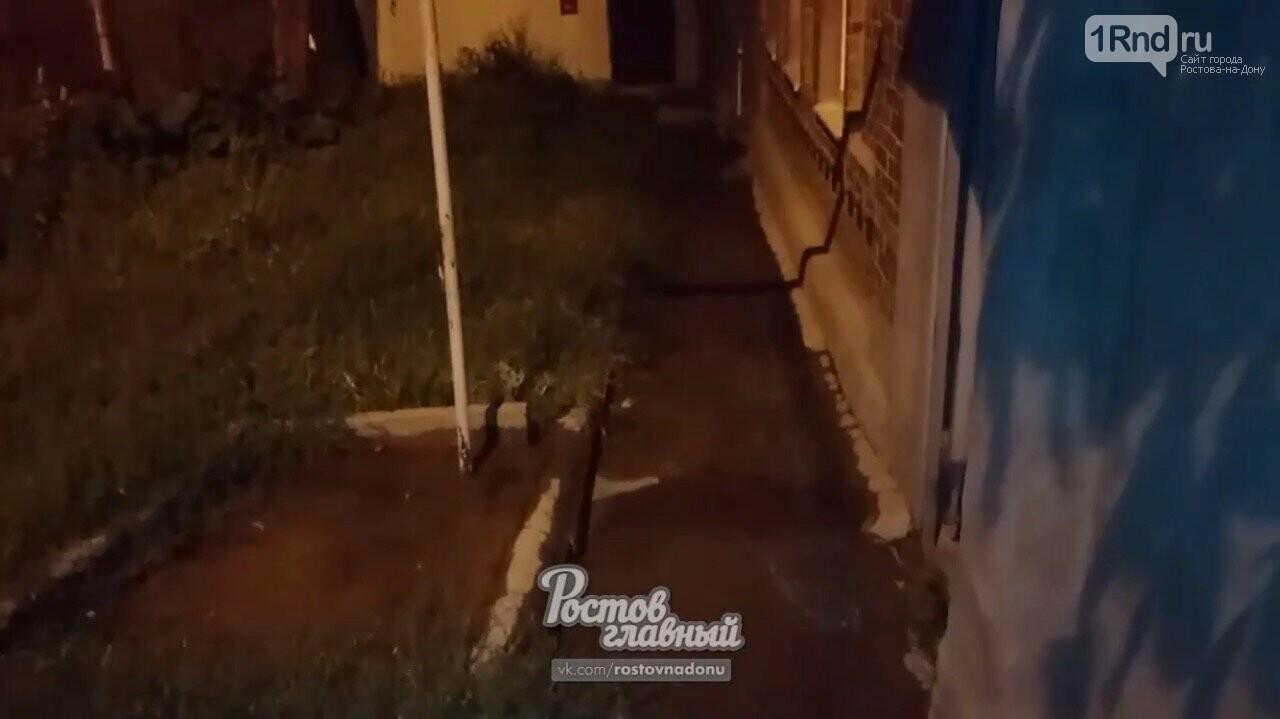 Рабочие «Ростовводоканала» подтопили жилые дома в Чкаловском посёлке , фото-3