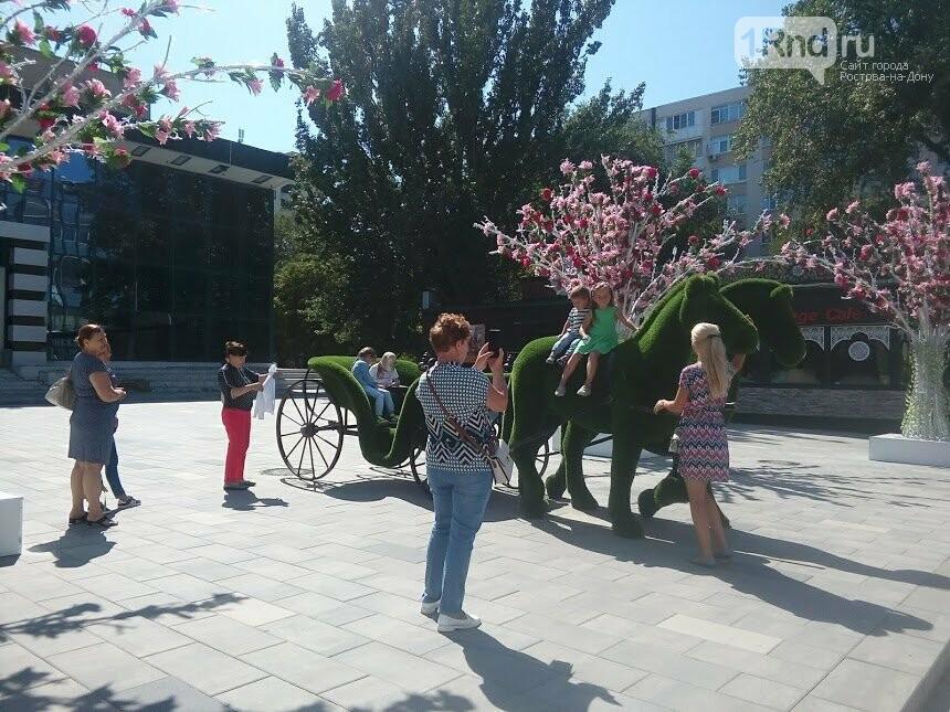 Пластмассовые деревья и конь-газон: как Ростов-на-Дону украсили к юбилею, фото-5