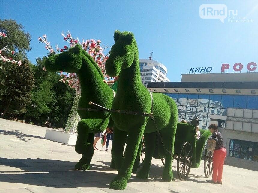 Пластмассовые деревья и конь-газон: как Ростов-на-Дону украсили к юбилею, фото-4