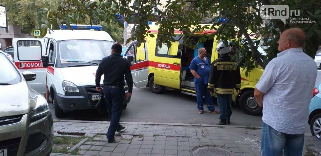 Машина с иностранными номерами протаранила автобус в центре Ростова, фото-3