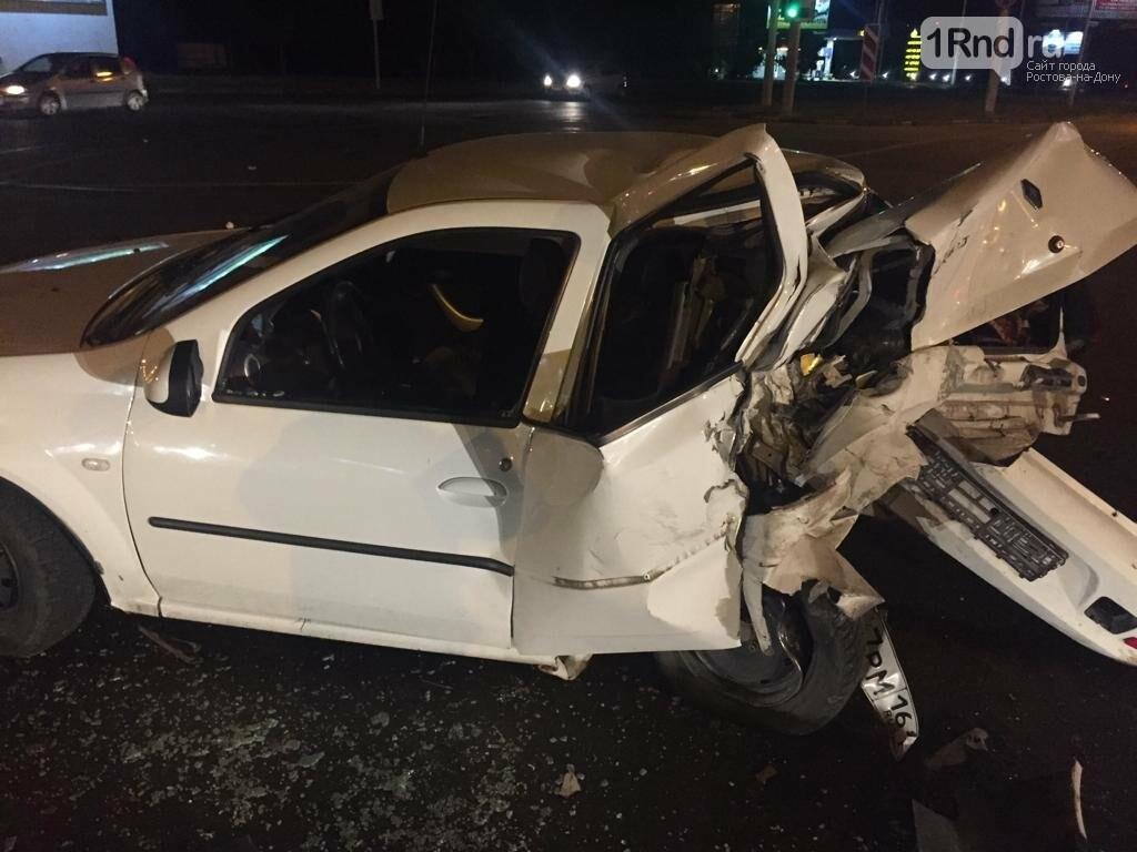 В Ростове пьяный лихач на отцовском BMW X6 протаранил две машины, фото-1