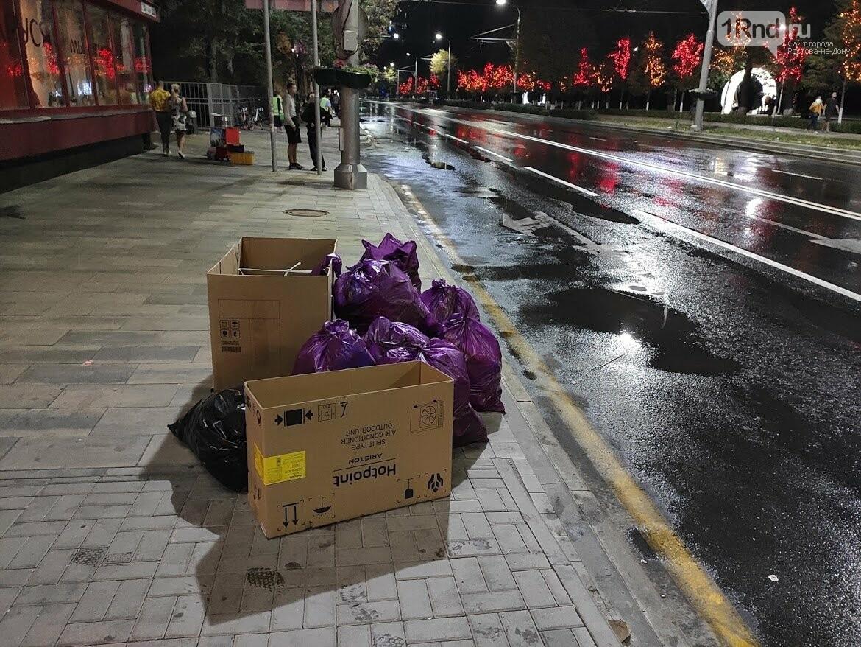 Мусор исчезает в полночь: как убирают Театральную площадь после Дня города, фото-4