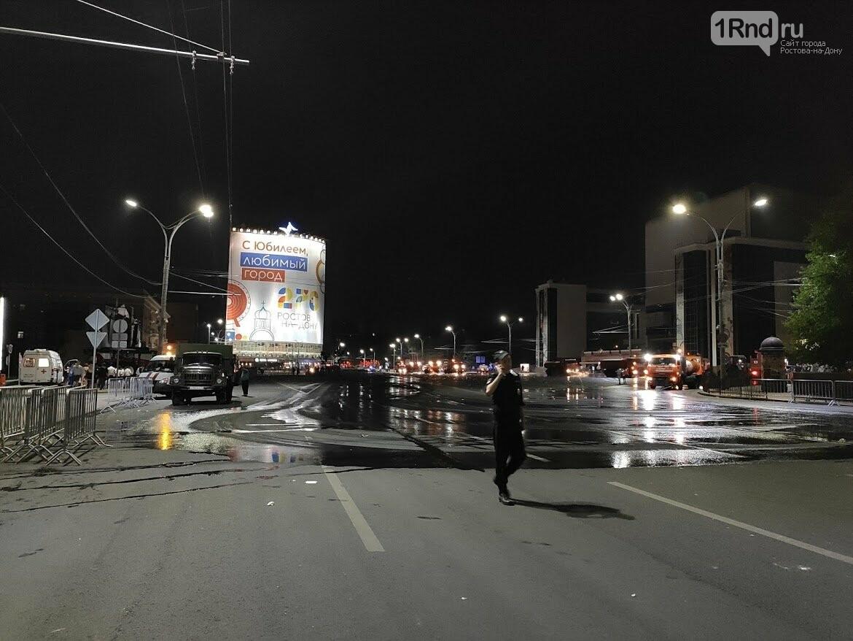 Мусор исчезает в полночь: как убирают Театральную площадь после Дня города, фото-2