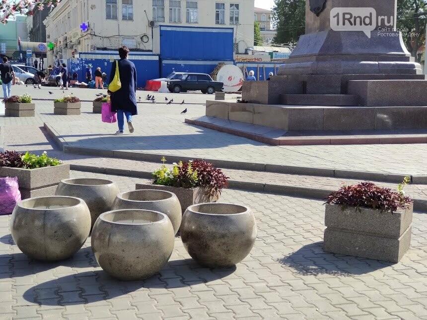 Те же кадки, только в профиль: как благоустраивают Соборную площадь Ростова, фото-4