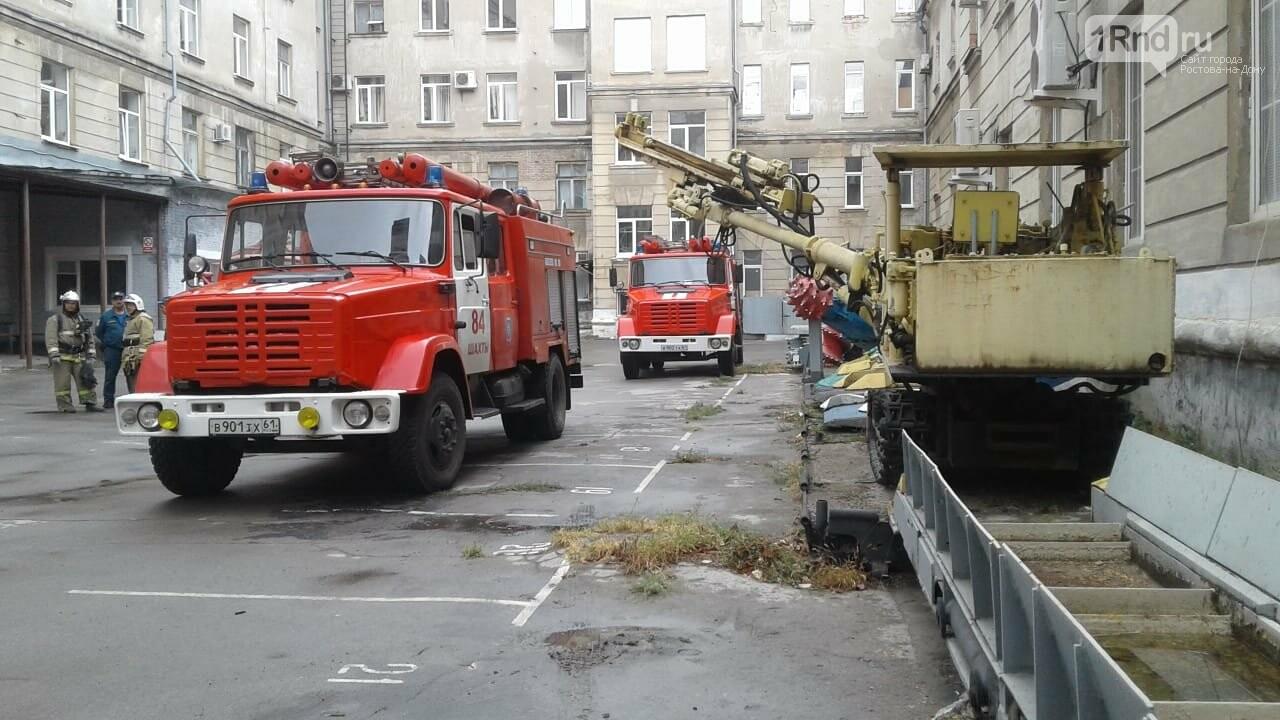 В здании Шахтинского автодорожного института вспыхнул пожар, фото-1