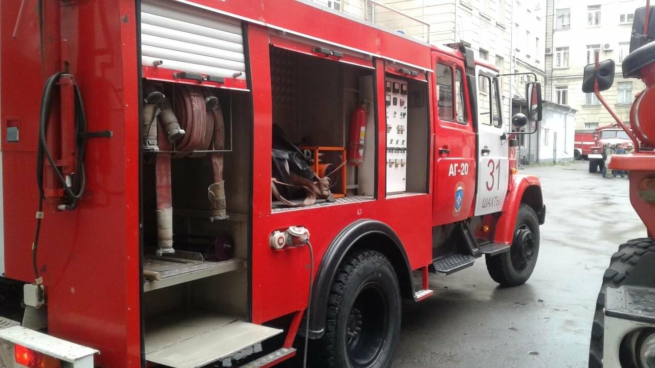 В здании Шахтинского автодорожного института вспыхнул пожар, фото-2