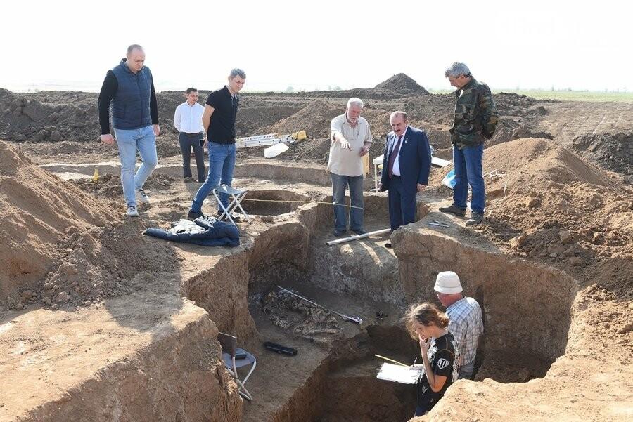 Донские археологи нашли древние захоронения в уникальном кургане под Азовом, фото-6