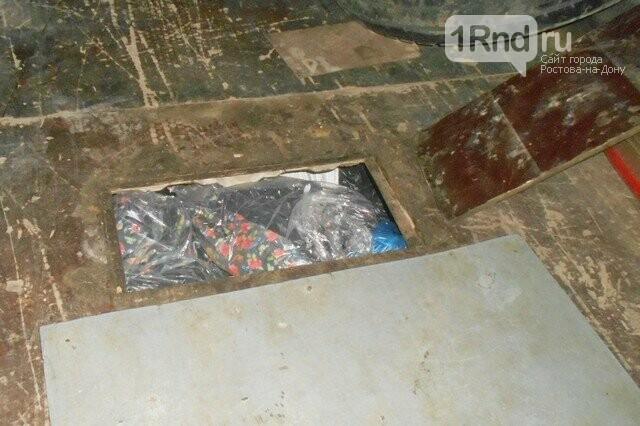 Контрабанду хозтоваров нашли таможенники в тайнике автомобиля, фото-1