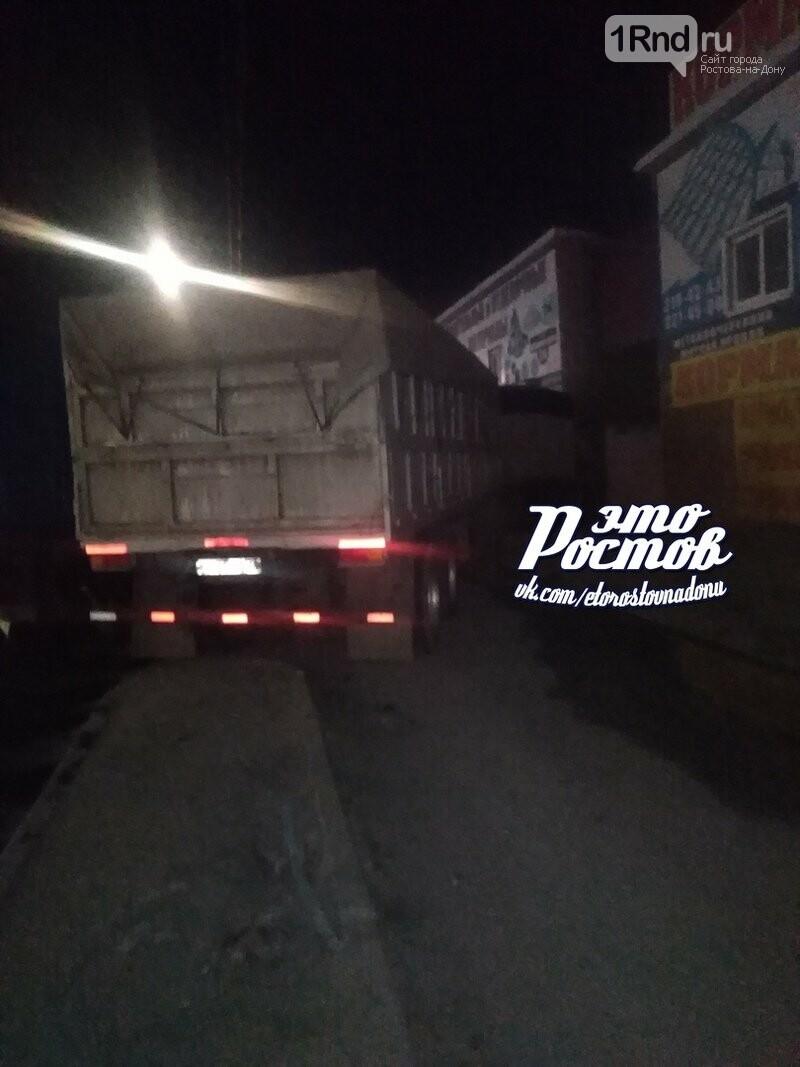 В Ростове водитель грузовика умер прямо за рулем , фото-1