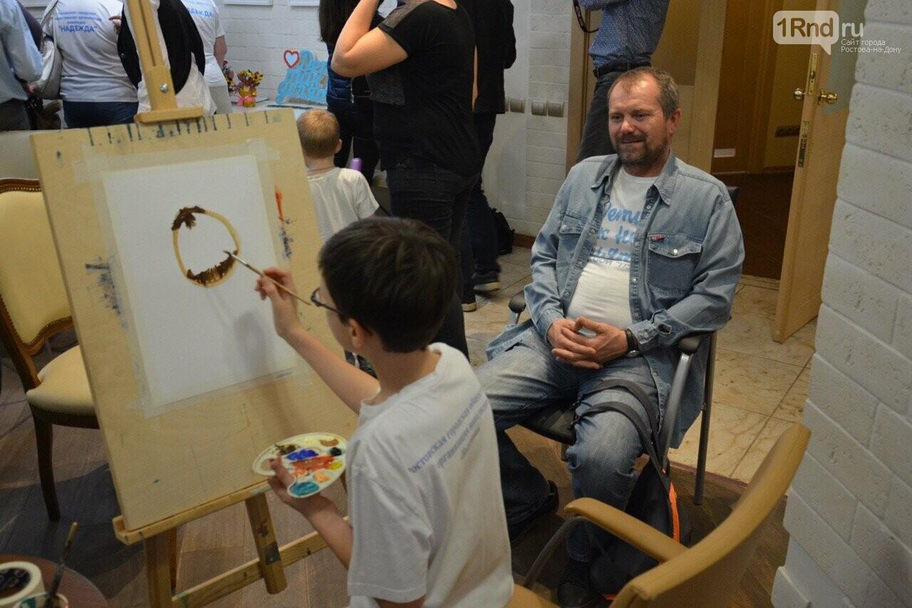 В Ростове прошла выставка работ особенных детей «Мир в красках» , фото-6