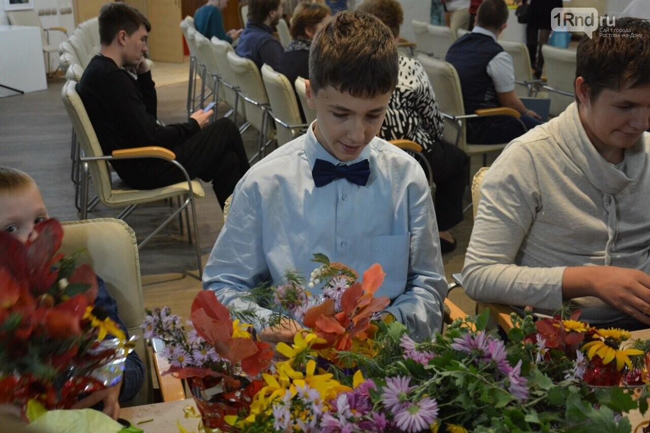 В Ростове прошла выставка работ особенных детей «Мир в красках» , фото-2