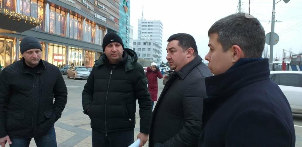 Как чиновники Ростова искали место под ёлку на площади Космонавтов, фото-1
