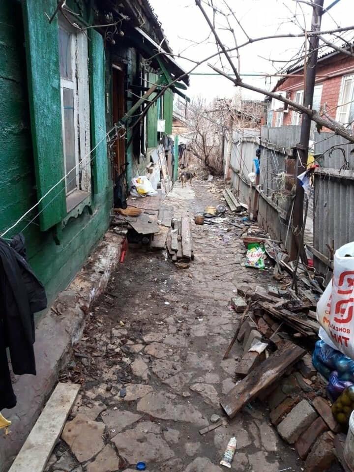 Ростовчан попросили взять шефство над одинокой старушкой из дома без отопления, фото-1