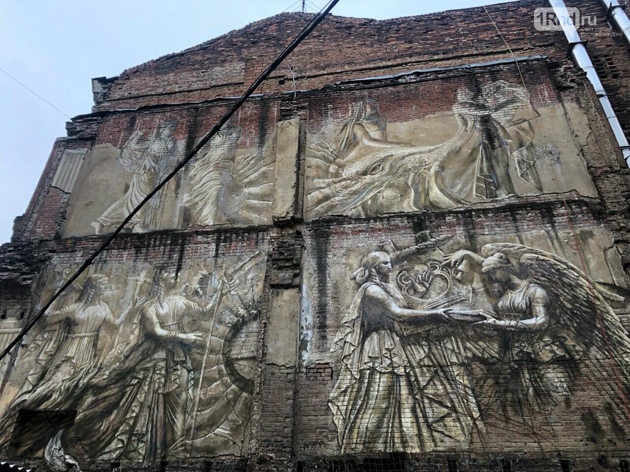 В Ростове на стене разрушенного дома появилась фреска с античными музами, фото-1