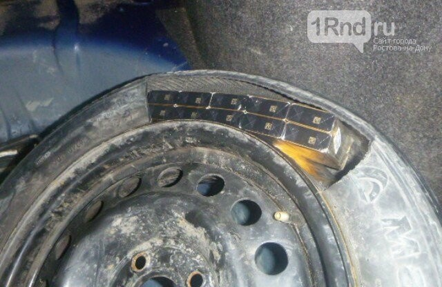 Водитель пытался провезти сигареты в запасном колесе через ростовскую таможню, фото-1, Фото - Южное таможенное управление