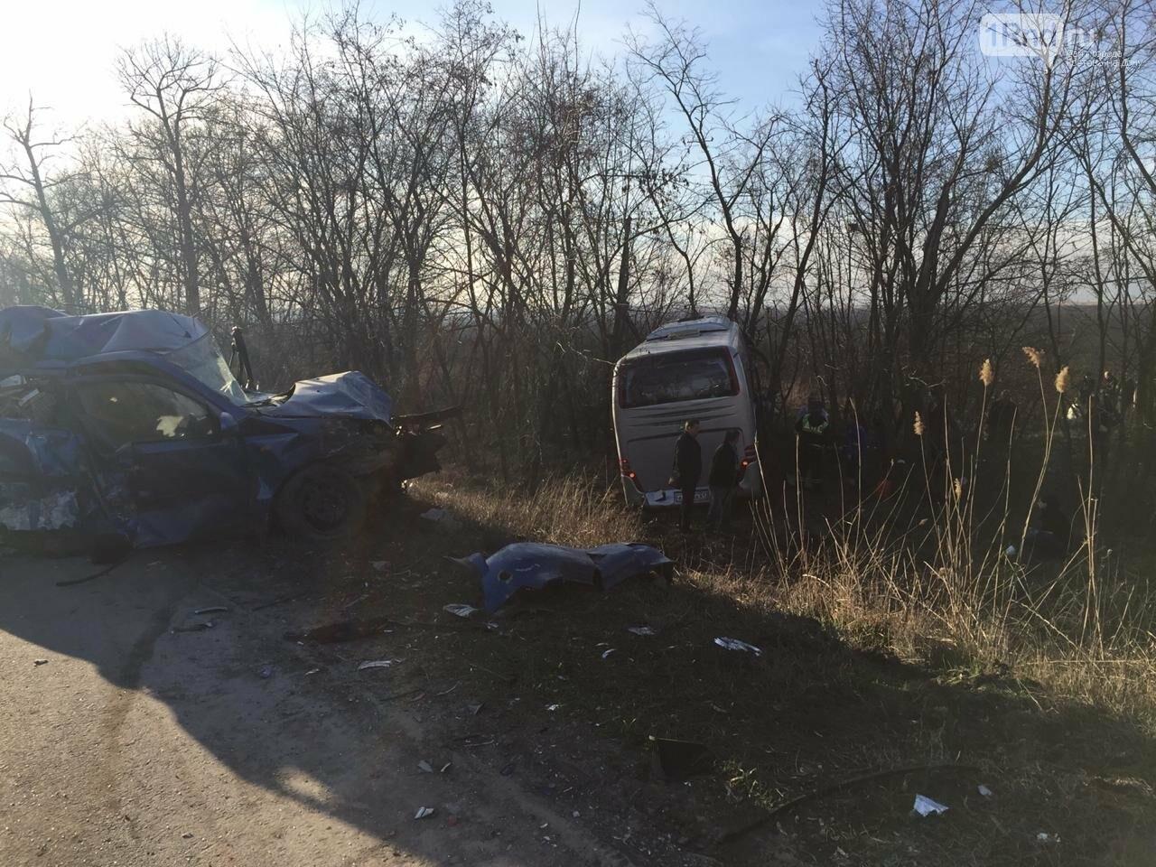 Один человек погиб в массовом ДТП с грузовиком и автобусом на трассе Ростов — Волгодонск, фото-2