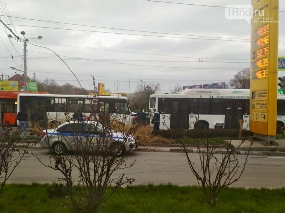 В Ростове маршрутка врезалась в автобус, пострадали 13 человек, фото-1