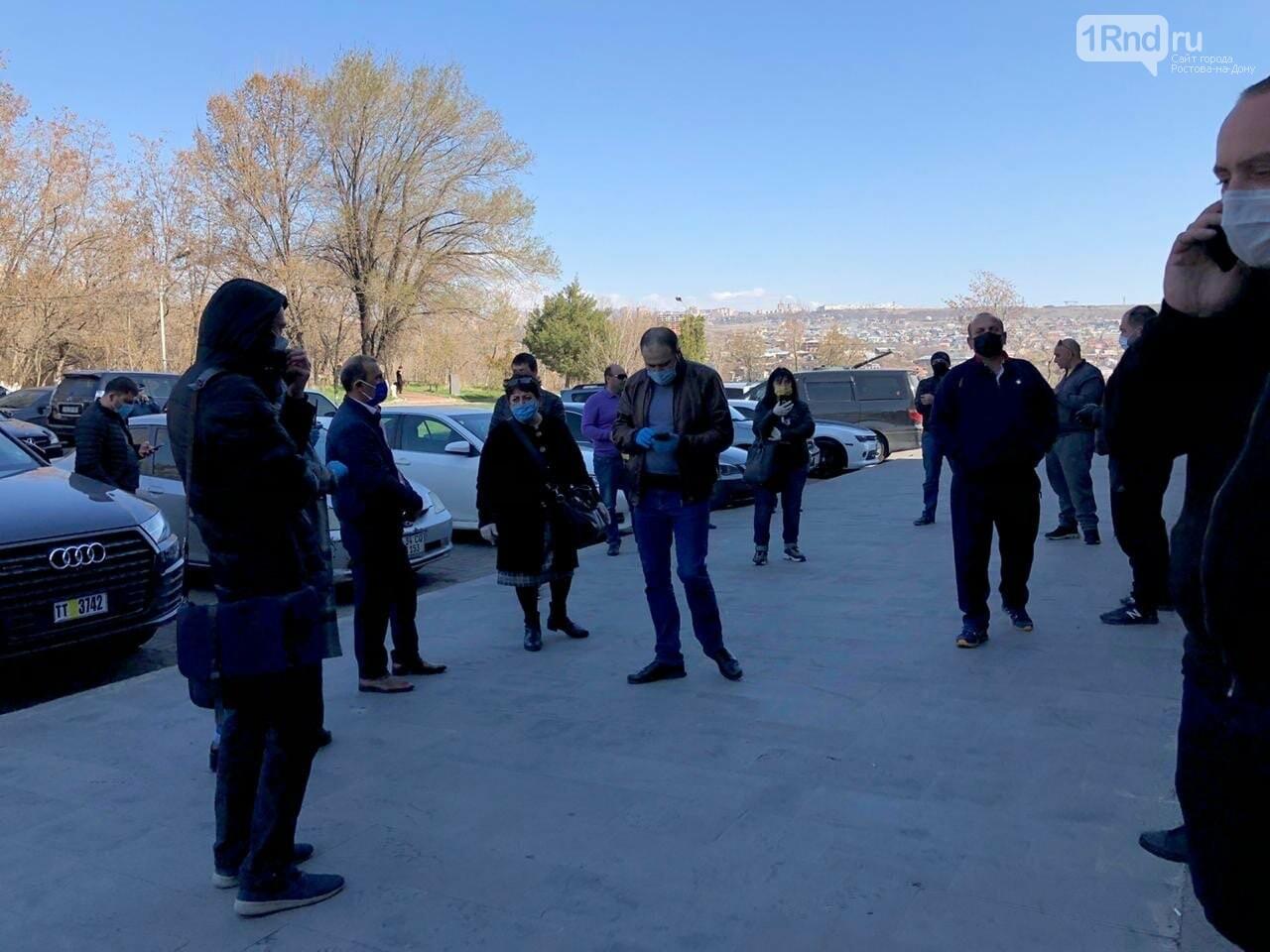 Ростовчане не могут вернуться на родину из Армении из-за закрытых границ, фото-3