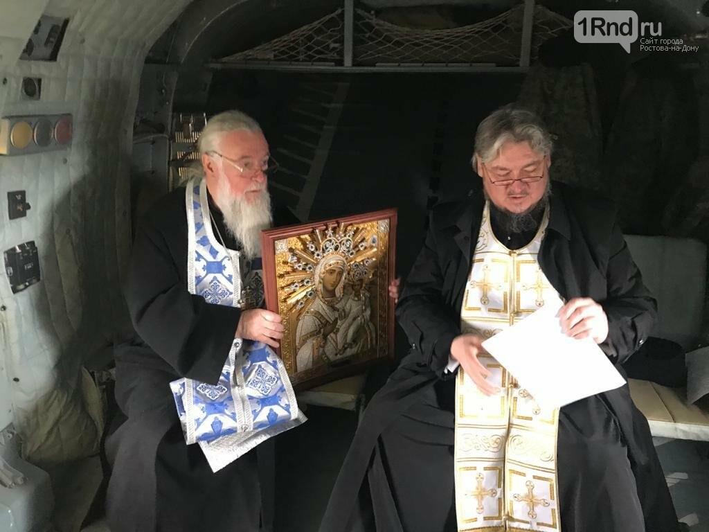 В небе над Ростовом совершили крестный ход против коронавируса, фото-2