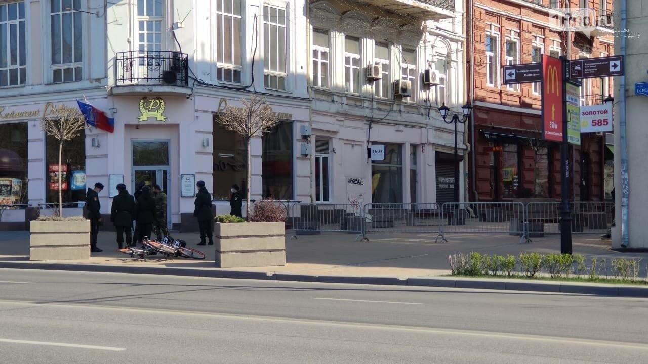 В Ростове пешеходные зоны закрыли заборами, фото-1
