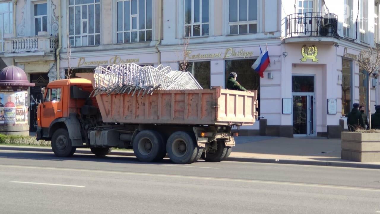 В Ростове пешеходные зоны закрыли заборами, фото-2
