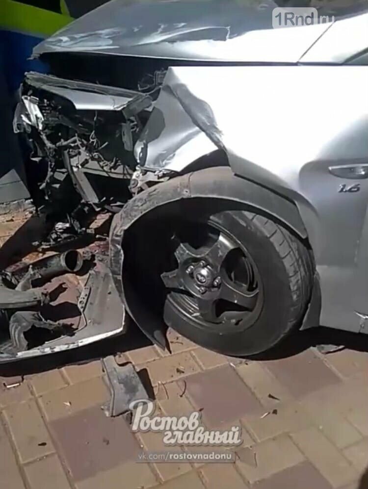 В Ростове рабочего заблокировало в колодце из-за аварии , фото-1