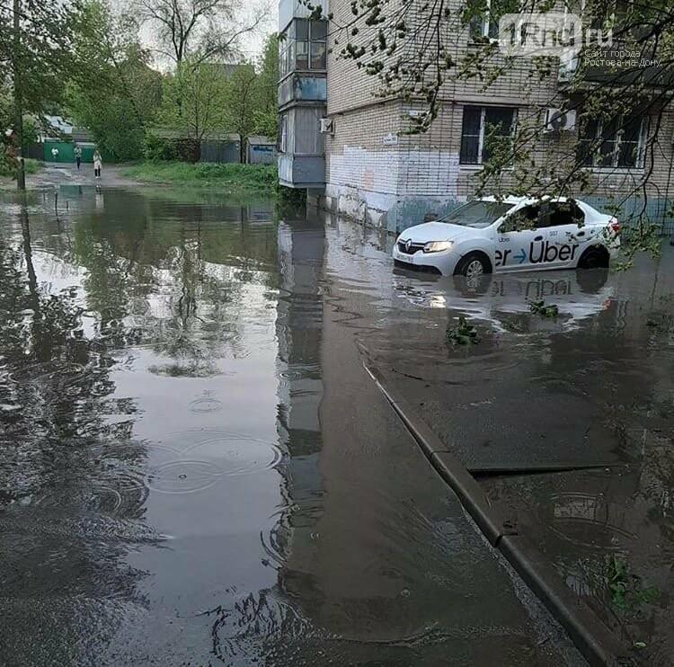 В Ростове из-за ливня подтопило улицы и залило подвал многоэтажки, фото-5