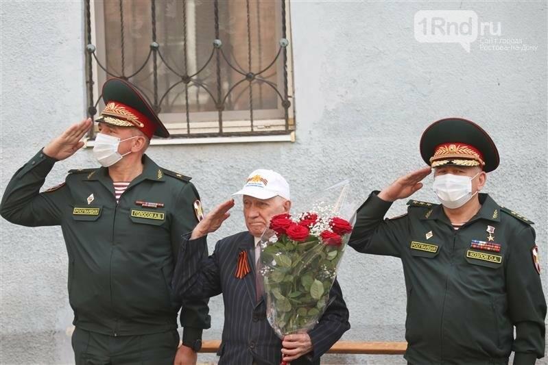 В Ростове росгвардейцы  для ветеранов провели персональные парады, фото-2