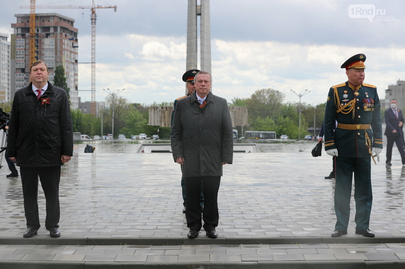 Первые лица Ростовской области пришли на торжества в честь Дня Победы без масок, фото-1