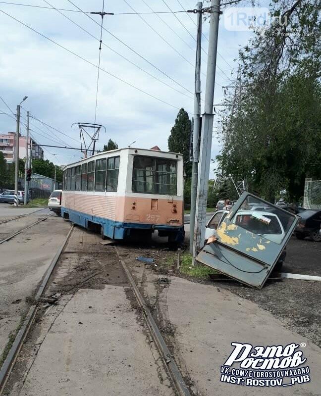 В Таганроге после схода с рельсов развалился трамвай, фото-1