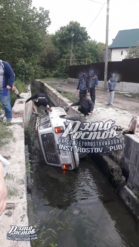 В Ростове машина чуть не утопила своего владельца, фото-1