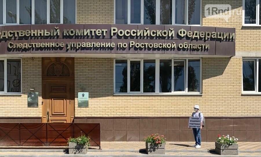 В Ростове прошли одиночные пикеты в поддержку мэра Азова, фото-3