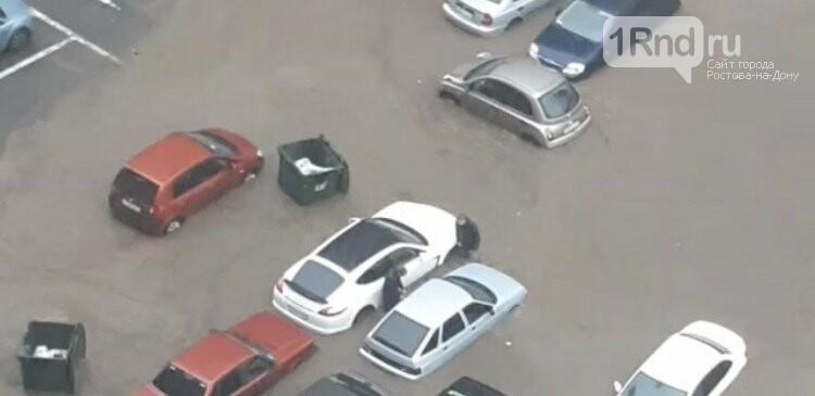 Улица Извилистая уходит под воду после ливней