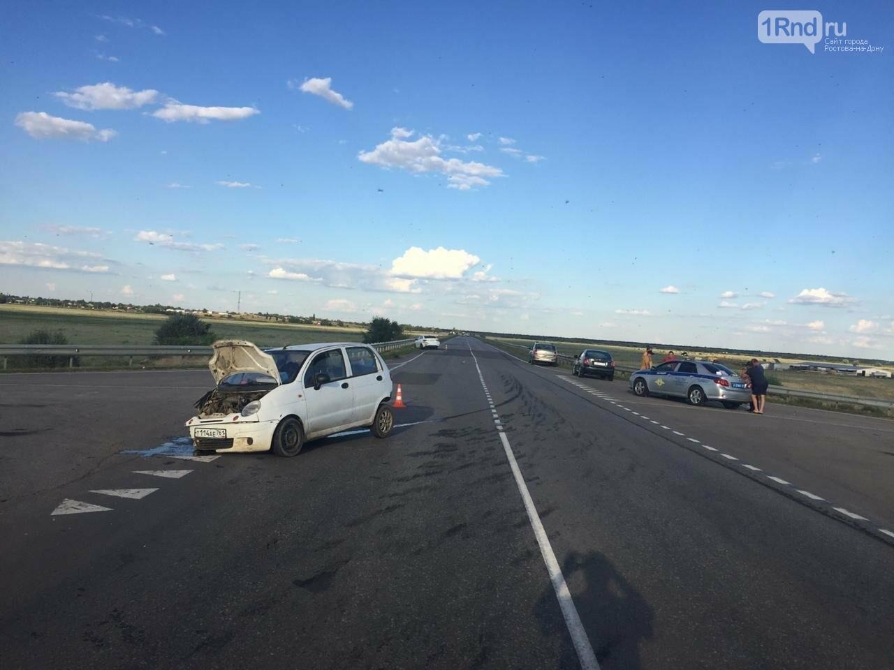 В Ростовской области в лобовом ДТП пострадали три человека, фото-1