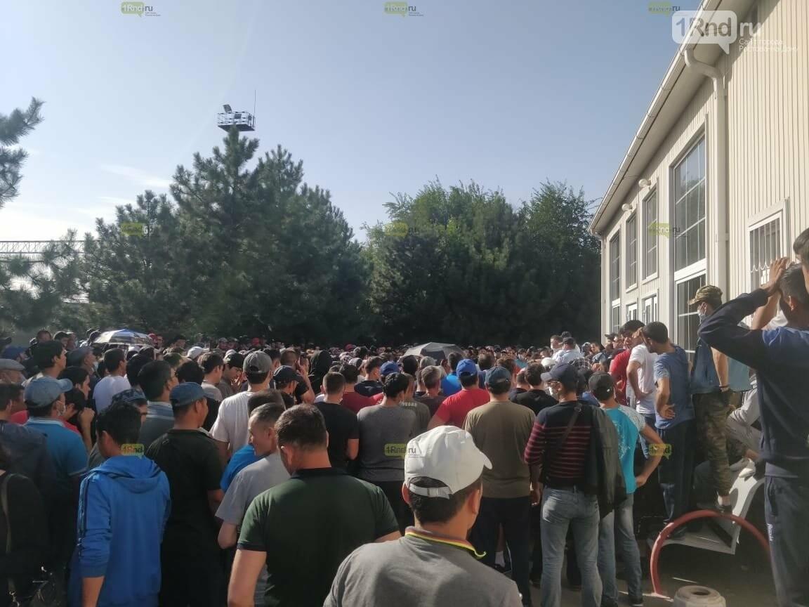Палаточный лагерь граждан Узбекистана на вокзале в Ростове